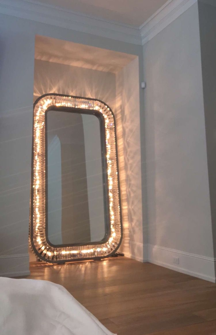 Light up floor mirror!! Kylie Jenner  Diy bedroom mirror, Kylie