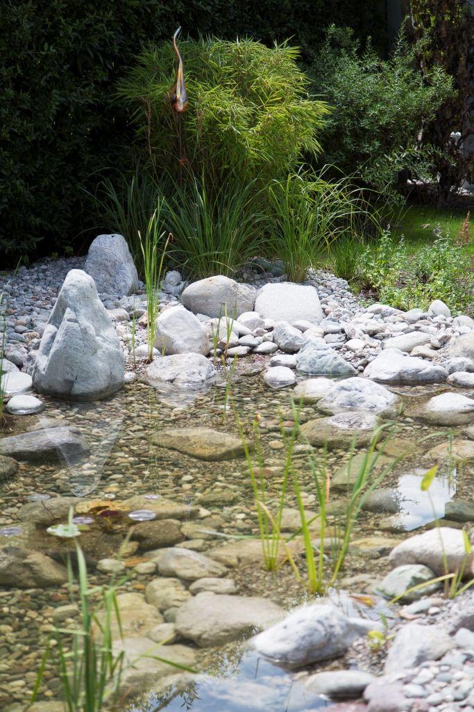 Auch der Teich fügt sich natürlich in das Gartenbild ein. #poolimgartenideen