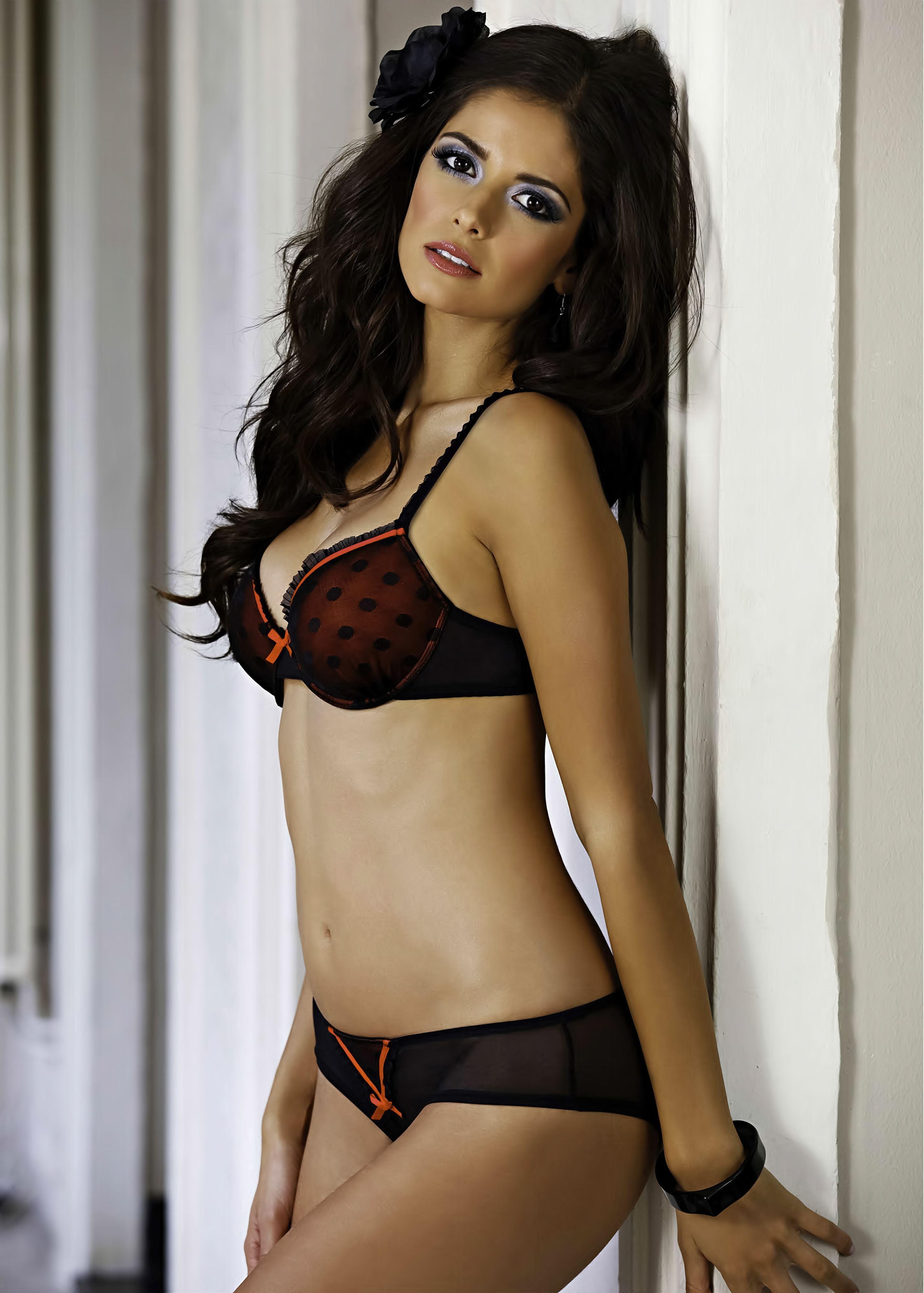 model Brunette lingerie