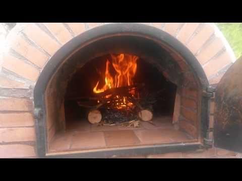 Construcción de horno de leña y barbacoa Primer encendido - YouTube