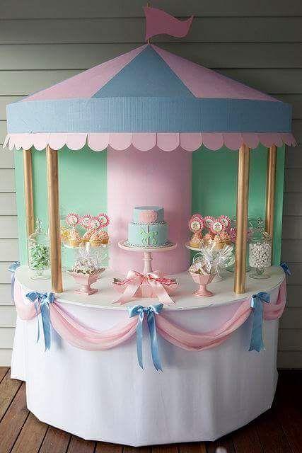 idea para decorar mesa dulce como carrusel para baby shower