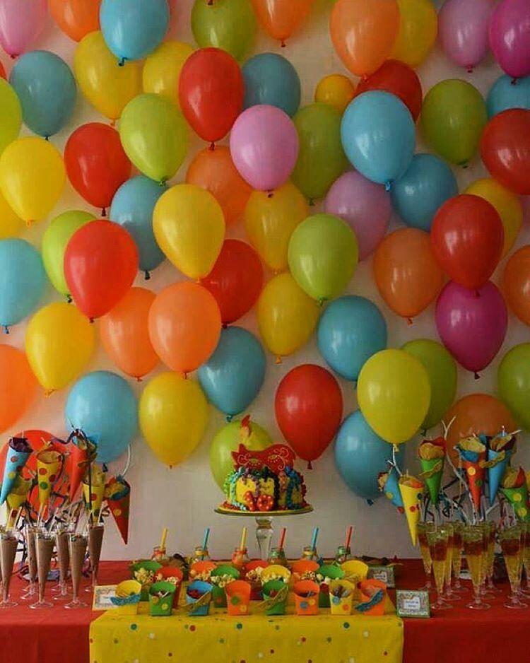 """""""Regram @decorefesta -  Entrando no clima do carnaval, uma super inspiração para quem vai comemorar nessa data. Amei o painel feito com balões, sugestão linda e barata."""