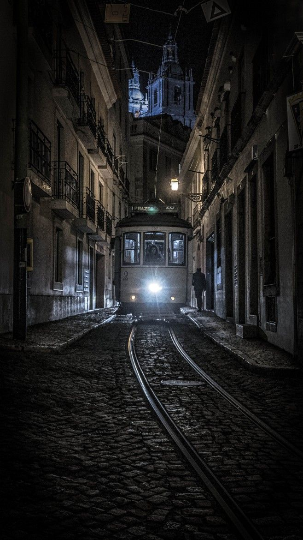 Tthe-midnight-tram-by-joao-cruz-dos-santos