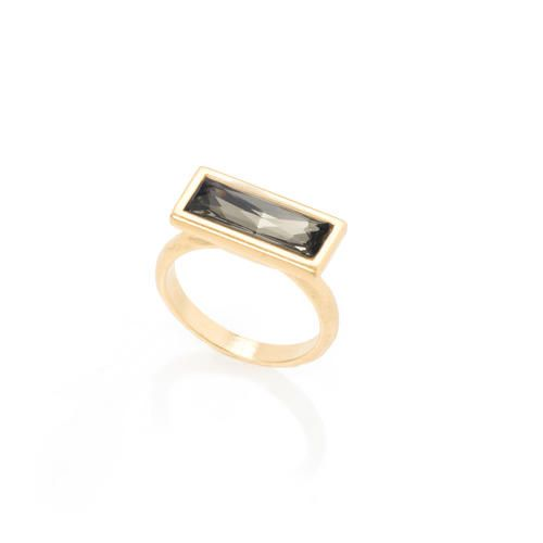 Delicate ring set with a rectangle Swarovski crystal