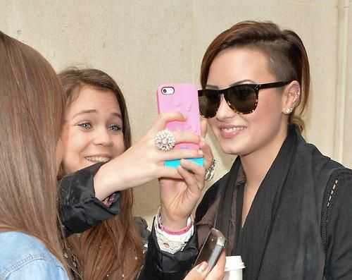 demi with fans in London