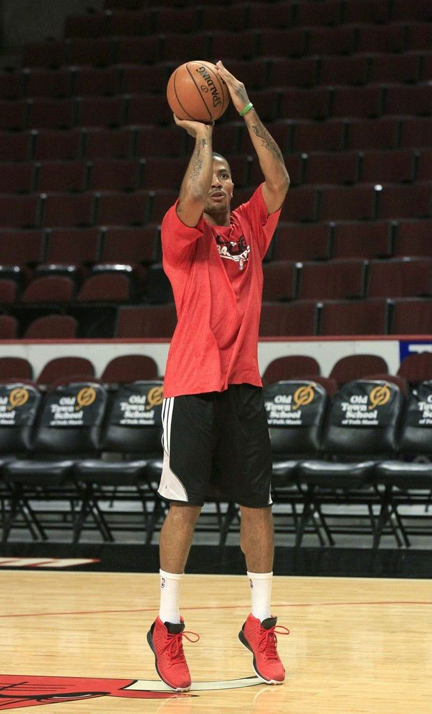 more photos 828f8 4f44d Derrick Rose wearing adidas Rose 3 Brenda. got to get back in the gym. My  shot is butty
