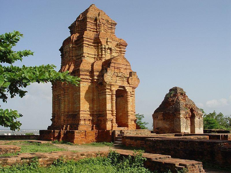 Architecture Cham dans le centre du pays. ◆Viêt Nam — Wikipédia http://fr.wikipedia.org/wiki/Vi%C3%AAt_Nam #Vietnam