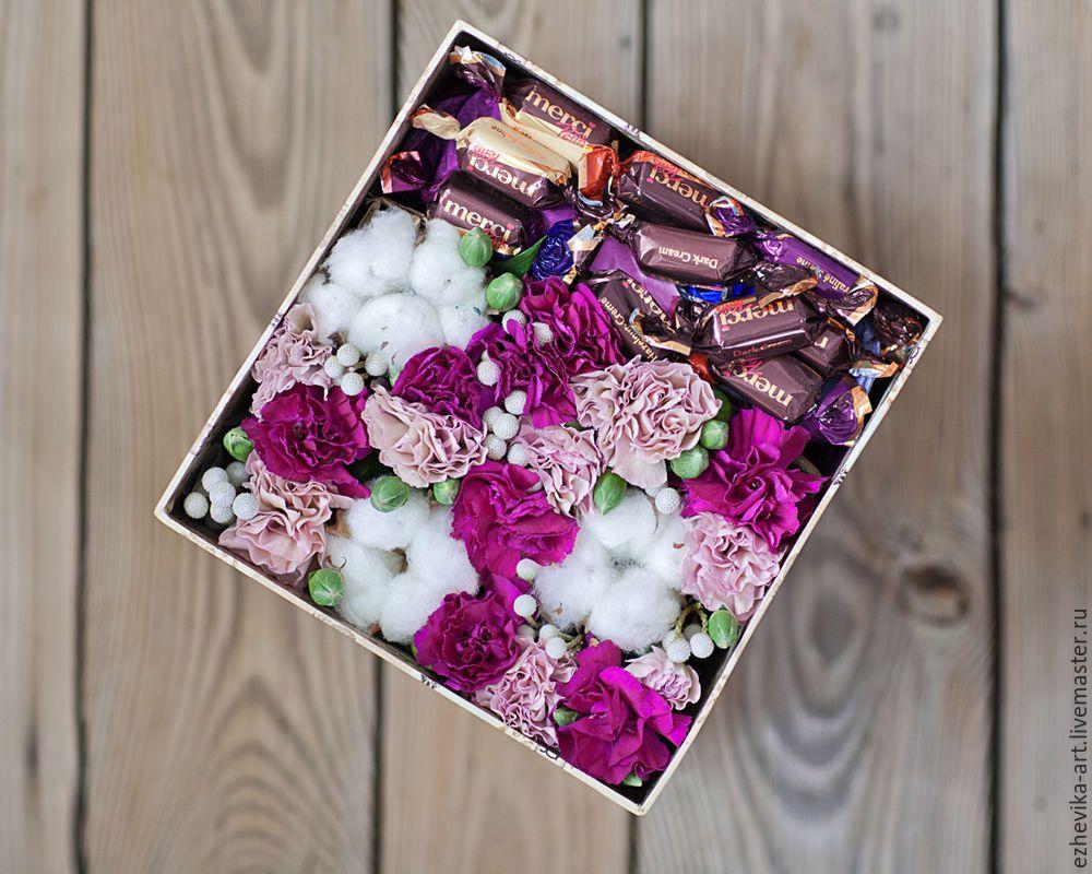 Купить Подарочная коробка с цветами и конфетами ...