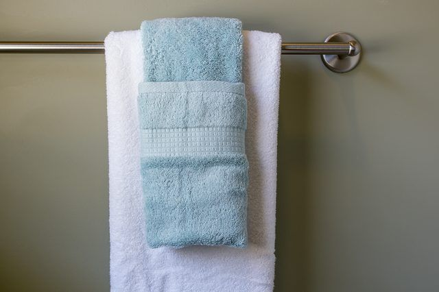 Attrayant How To Hang Bathroom Towels Decoratively | Bathroom Towels, Towels And  Purpose