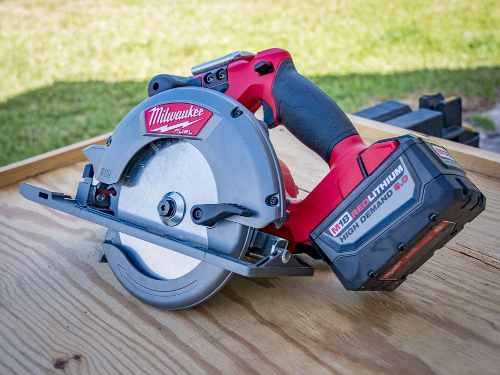 Milwaukee M18 Fuel 6-1/2-inch Circular Saw Review | Power ...