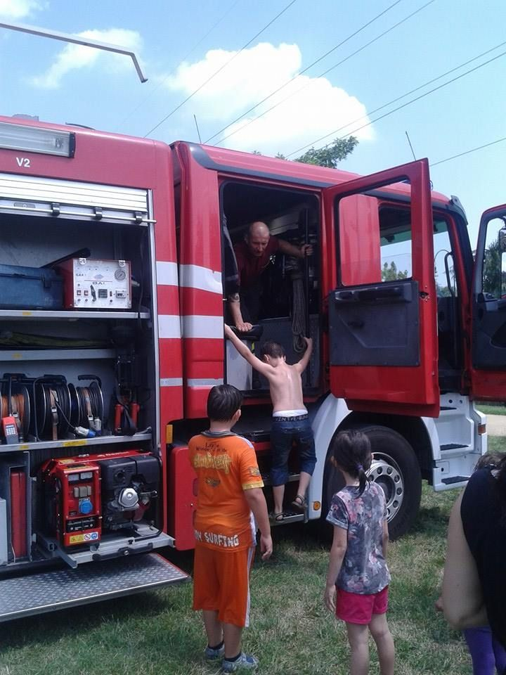 #fireman #firefighter #fire #goodjob #heroes #kids #sunnyday #fun