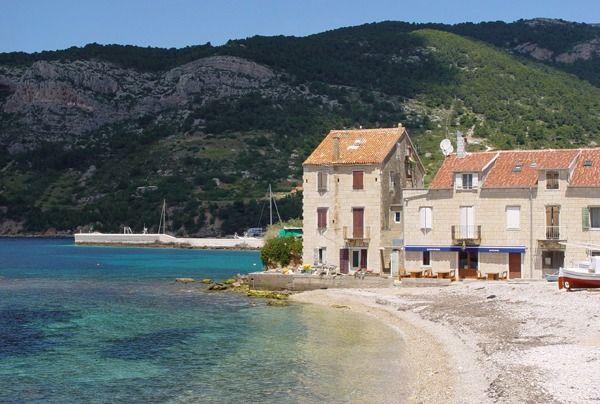 Una crociera in barca a vela tra le più belle isole della Dalmazia e Croazia. Minuscole, verdi e inabitate oppure imponenti e sportive, queste isole ci offrono un insieme di città e piccoli villaggi tutti da scoprire. http://www.jonas.it/isole_dalmazia_spalato_barca_vela_34.html