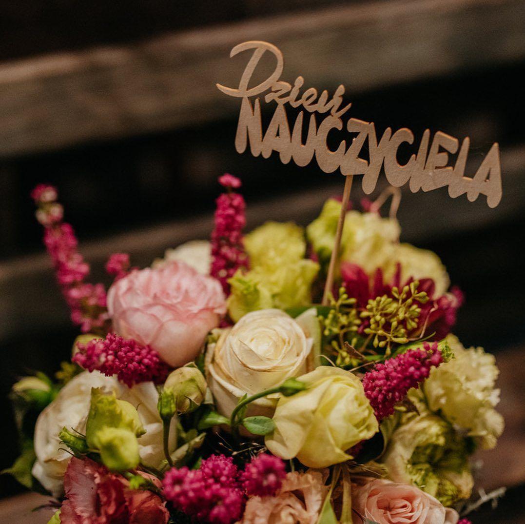 Flowerbox Na Dzien Nauczyciela Kwiaciarnia Prowincjonalna Kwiaciarniaprowincjonalna Dziennauczyciela Dzie Table Decorations Decor Home Decor