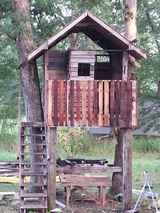 Tree House Made Out Of Pallets Everything Except The Outer Floor