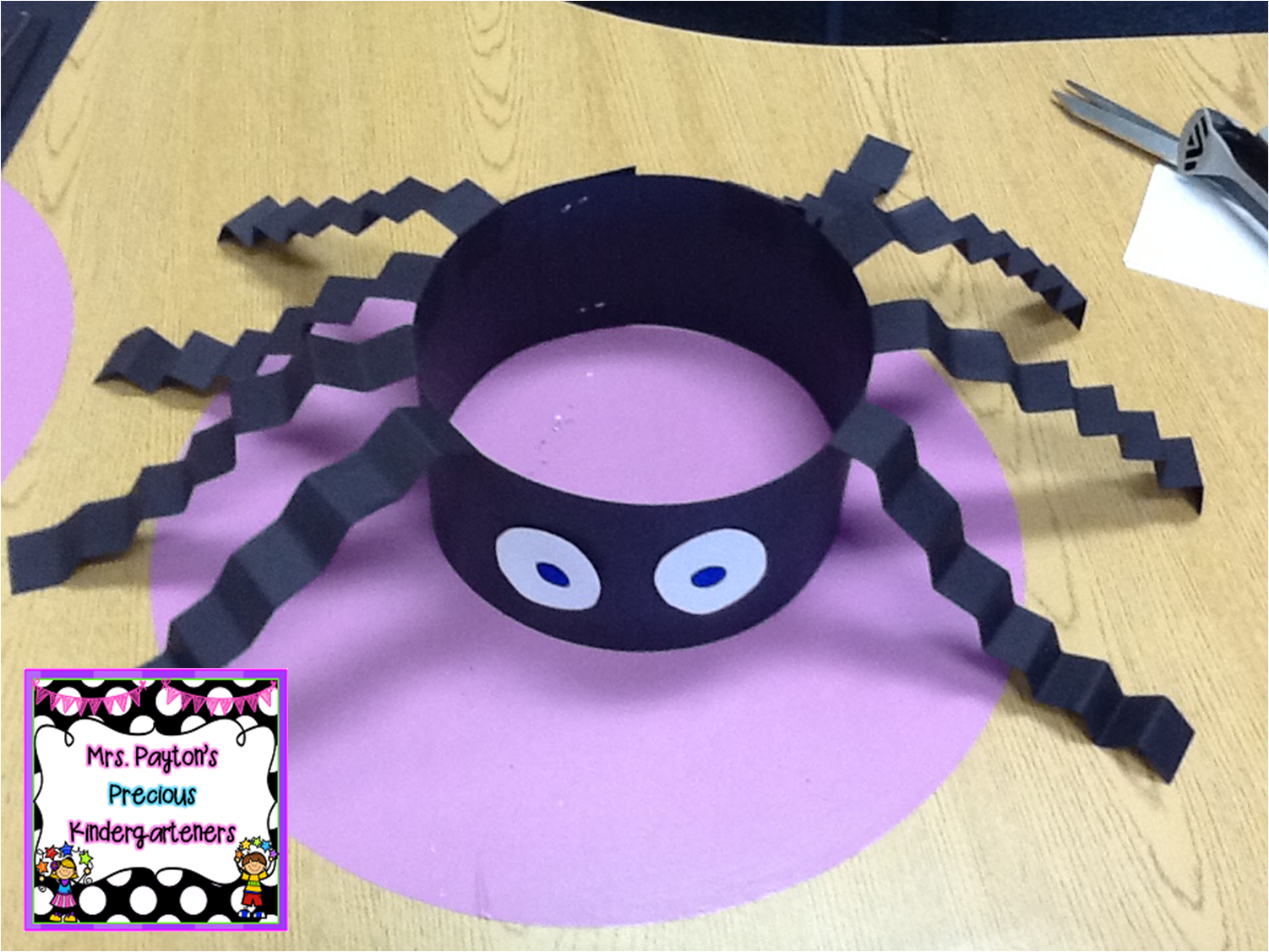 Silly spider hats craft check out this easy craft project for Simply crafts