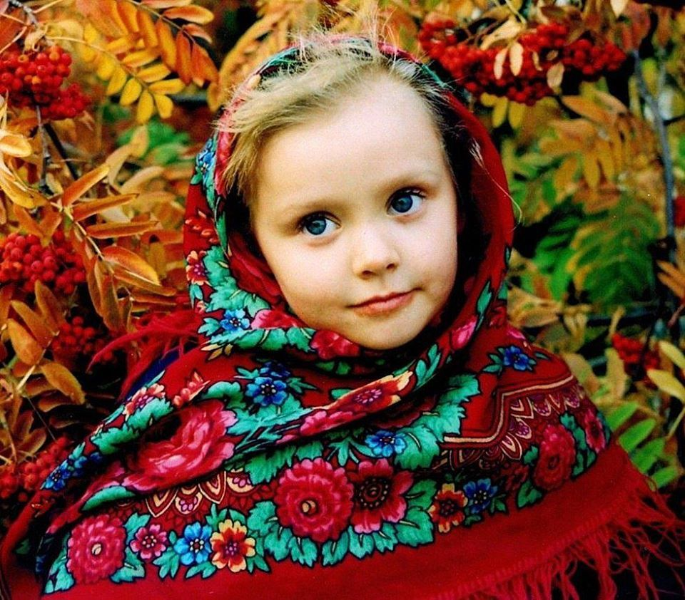Pavlovo Posad Wool Shawls have been produced in Pavlovo Posad, an ancient Russian town, since 1795. The factory for their production was founded by Ivan Labsin. His business was continued by his sons and grandsons. In the middle of the 19-th century the first fast-printed shawls were produced as a result of business activity of Jakov Labsin - a great-grandson of Ivan Labsin. In the very beginning shawls were woven of yarns. It took much time to produce shawls and they were quite expensive.