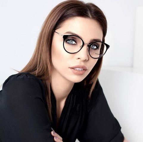 Os óculos de grau são acessórios incríveis e versáteis. Que tal o lindo Miu  Miu da  vvdp  !  oticaswanny  miumiu  vvdp  oculosdegrau ced2c36c11