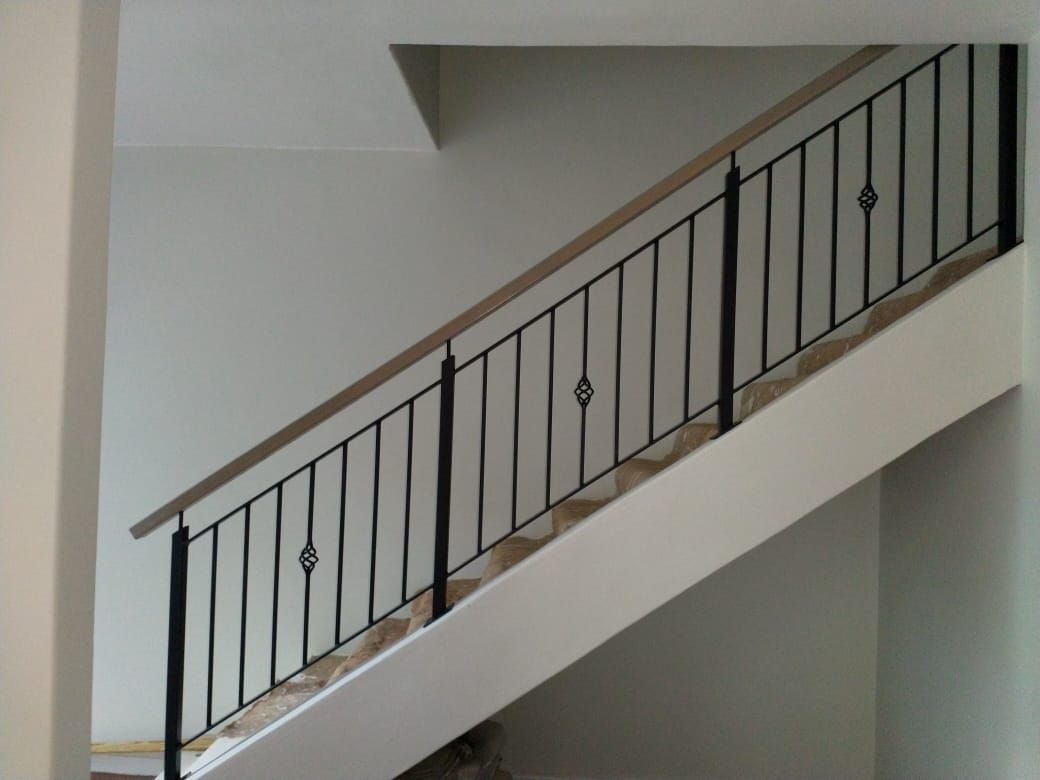 Mild Steel Balustrades Painted Black With Oak Handrail Staal Zwart