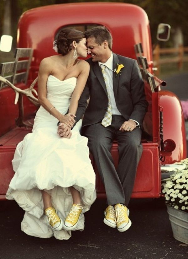 Mariés en converses   Converse marié, Mariage, Photo mariage