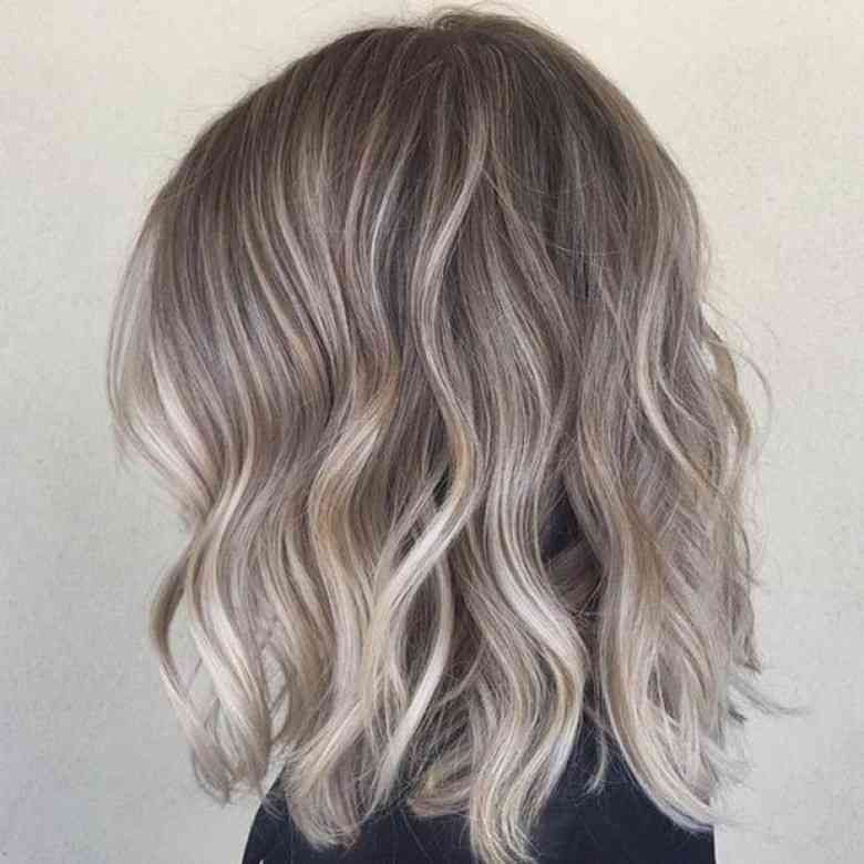 Sand Hair, Le Nouveau Gris \u2013 Les Éclaireuses Balayage Blond Cendré Sur  Cheveux Chatain