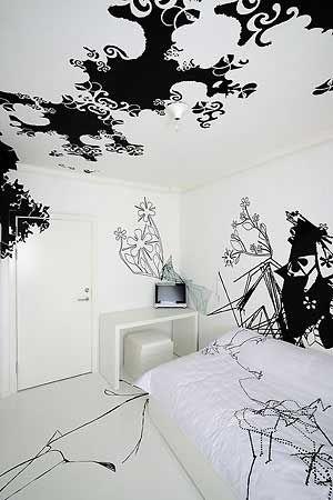 Papier peint noir et blanc pos sur les murs et au plafond pour une chambre psych d lique - Decoration chambre psychedelique ...