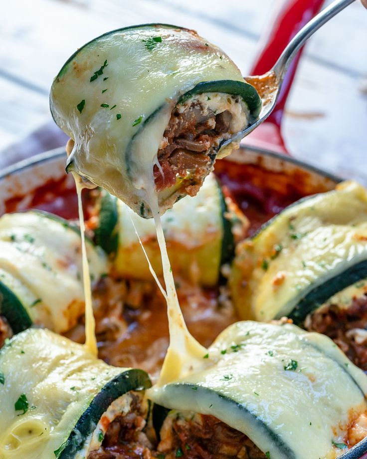 These Mushroom Zucchini Lasagna Rolls are AMAZING and Clean Eating Approved  C