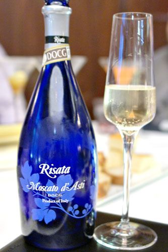 2011 I.V.I.S.p.A.-Canelli Moscato d'Asti Risata   This is my favorite kind of Moscato!