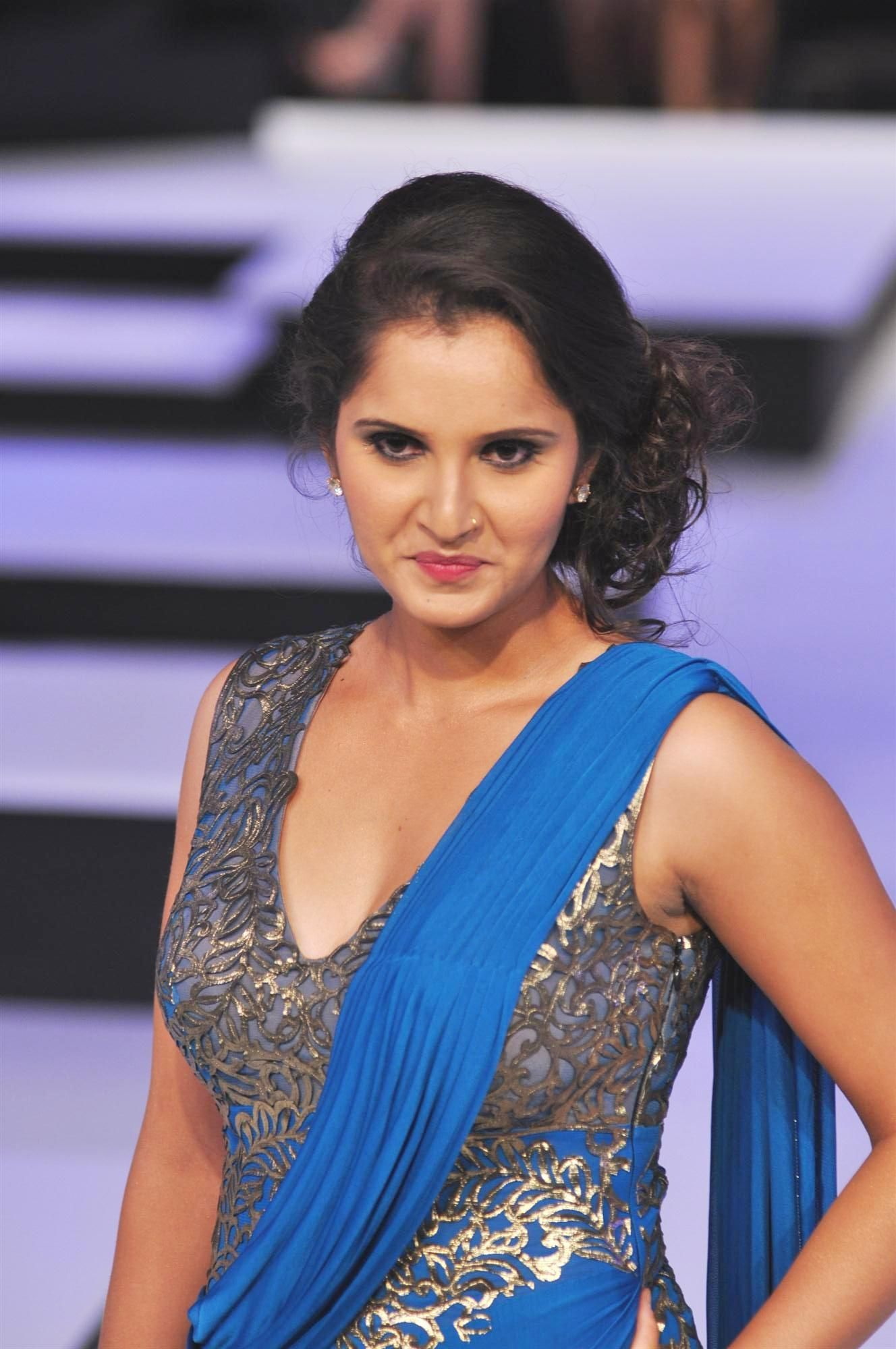 lawn tennis player sania mirza is a world famous indian tennis