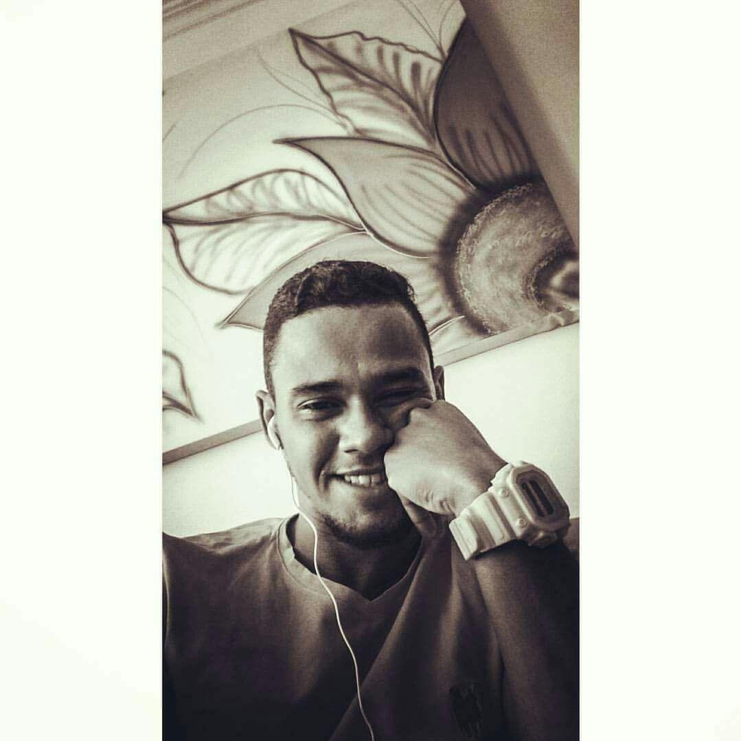🍀 Sintonize sua vibração Existe um mundo que só quer te ver sorrir 📻🎶