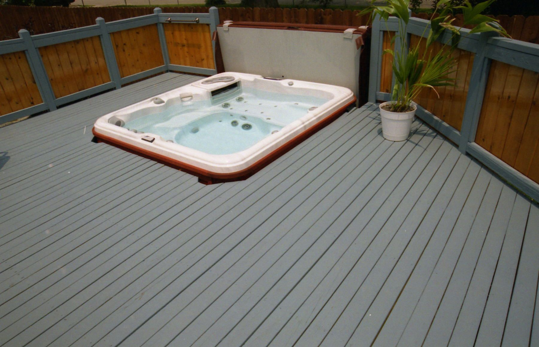 Hot Tub Built Into Deck With Cover Lifter Hot Tub Deck Hot Tub