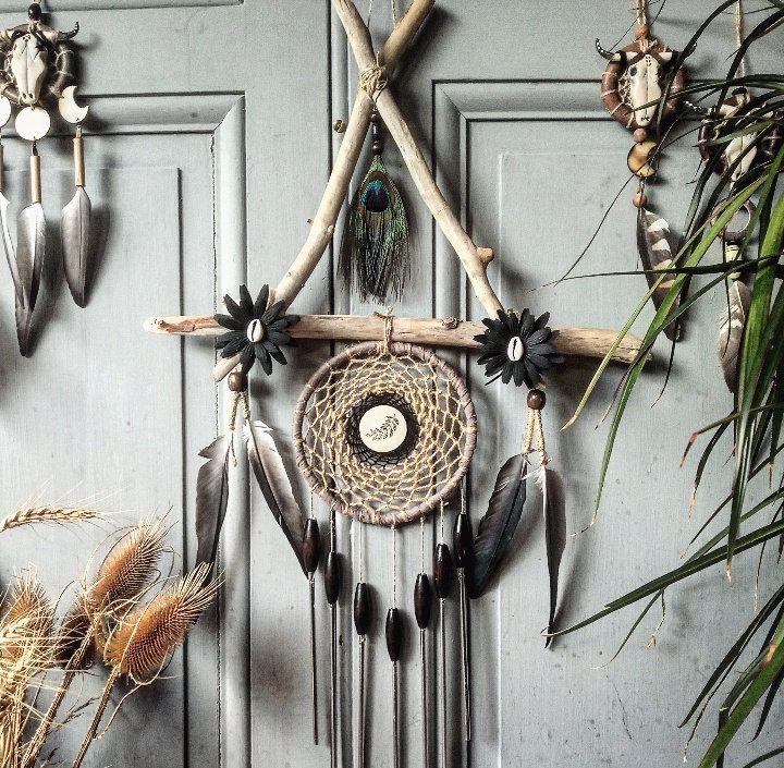 Attrape rêves triangle, carillon, windsong, bois flotté, dreamcatcher bohème, déco ethnique, plume de paon, cruelty free
