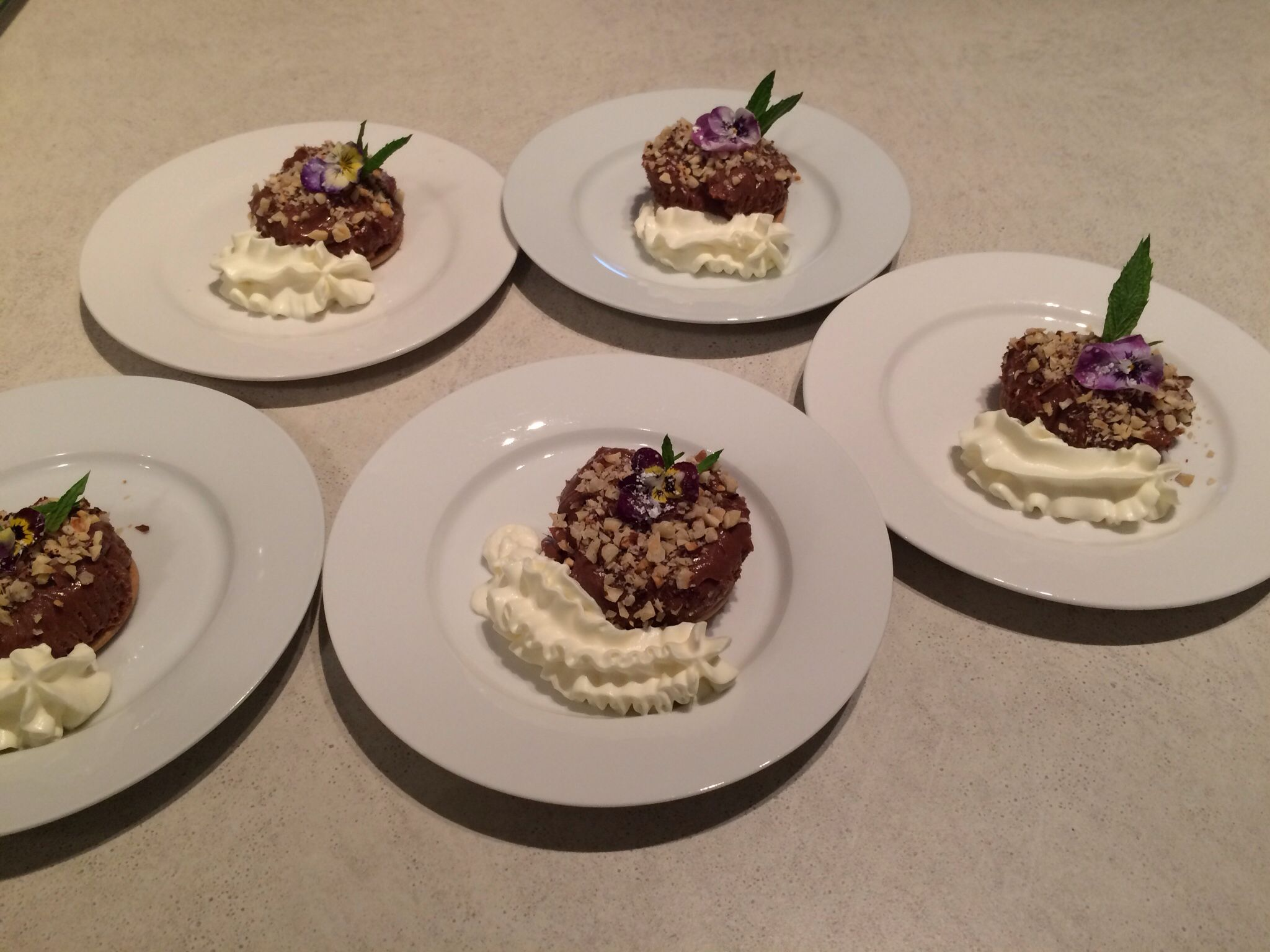 Nutella cheesecakes with toasted hazelnuts and cream