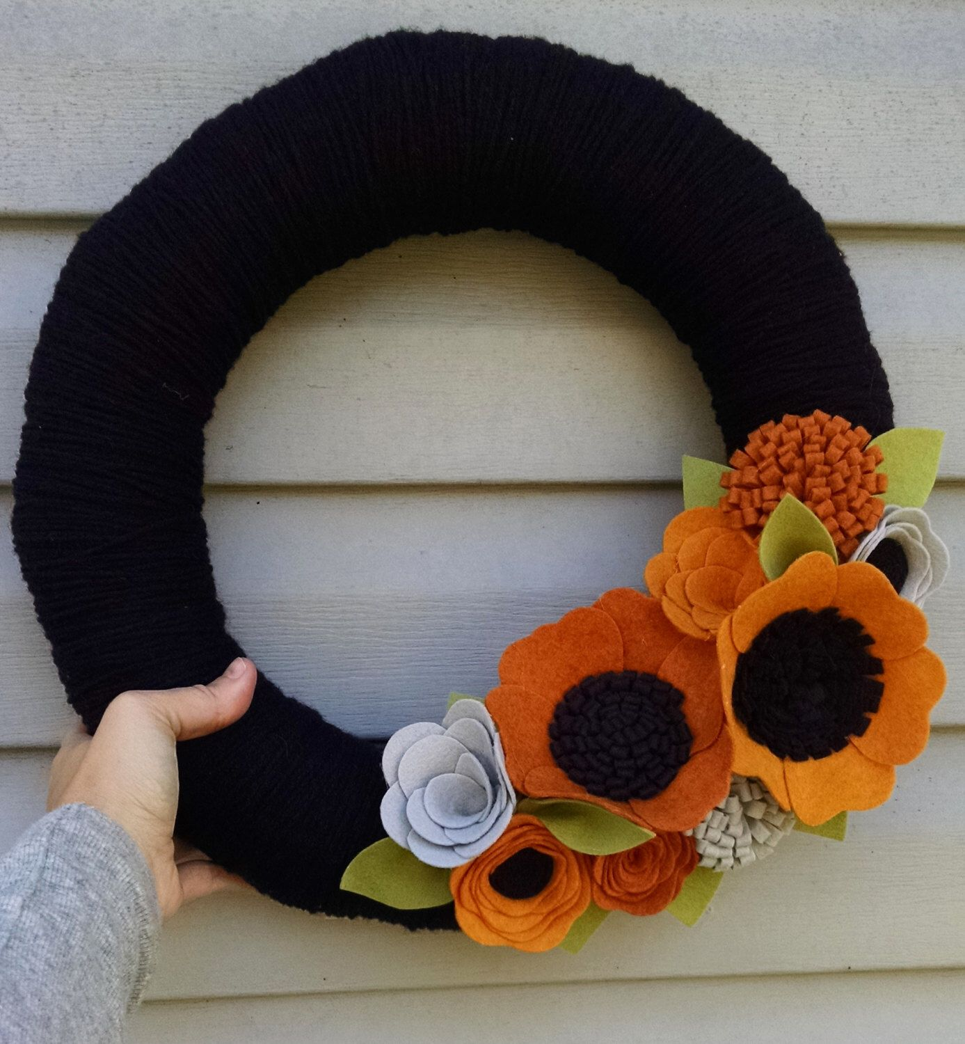 Halloween wreath, Halloween decor, elegant halloween, yarn wreath - Elegant Halloween Decor