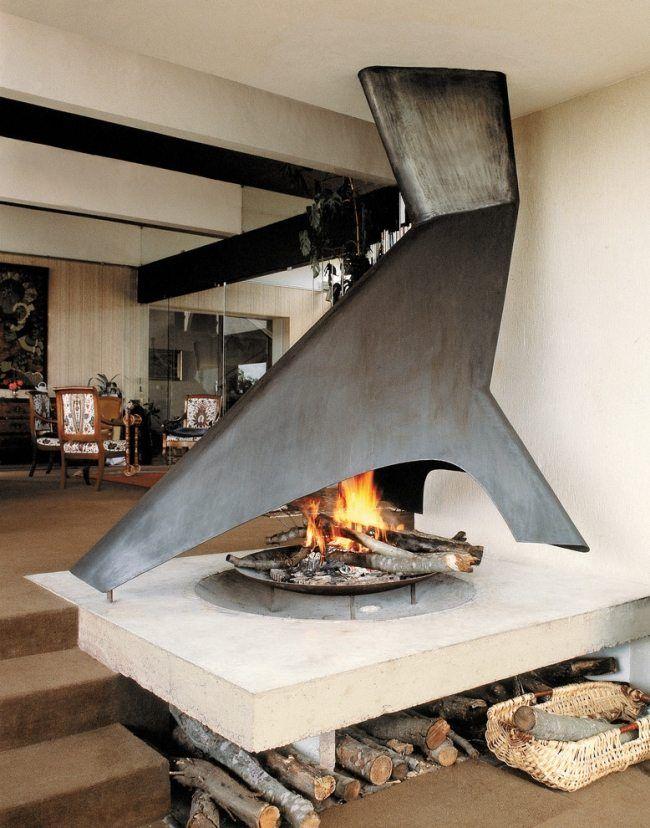 offene feuerstelle stahl skulptural abgasleitung holz lagerung - offene feuerstelle wohnzimmer