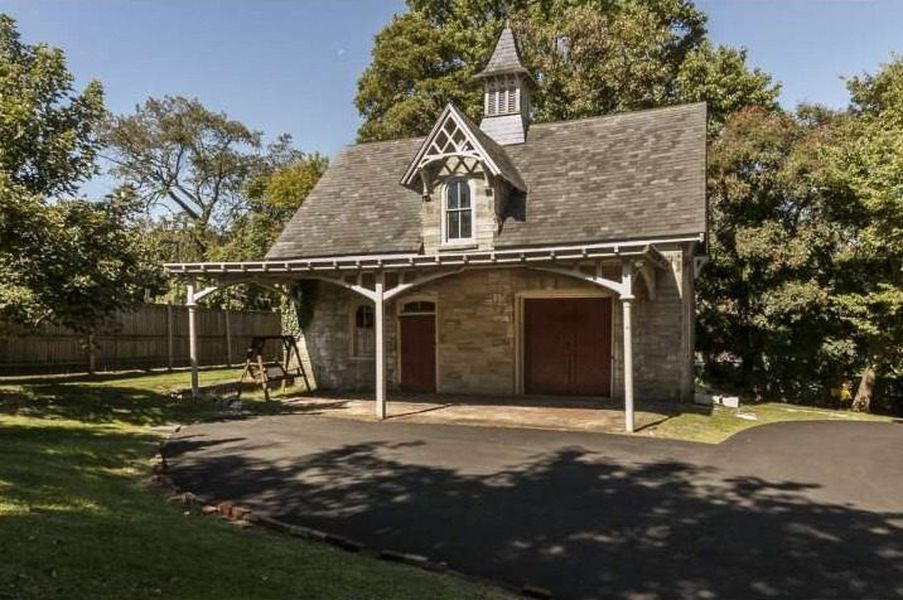 This Victorian Carriage House Could Have Been the Perfect Alternative Retirement Plan for Norman Bates Mother