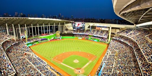 The New 37 000 Seat Major League Baseball Facility Includes A Retractable Roof To Shield Spectators From Th Mlb Stadiums Miami Marlins Baseball Stadiums Parks