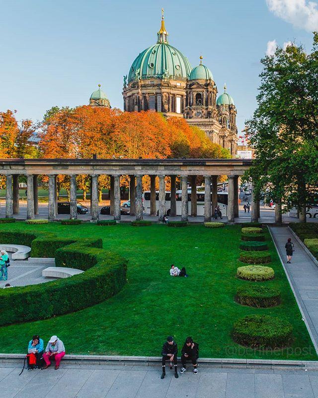 Kolonnadenhof Auf Der Museunsinsel Berlin Around The Worlds Germany