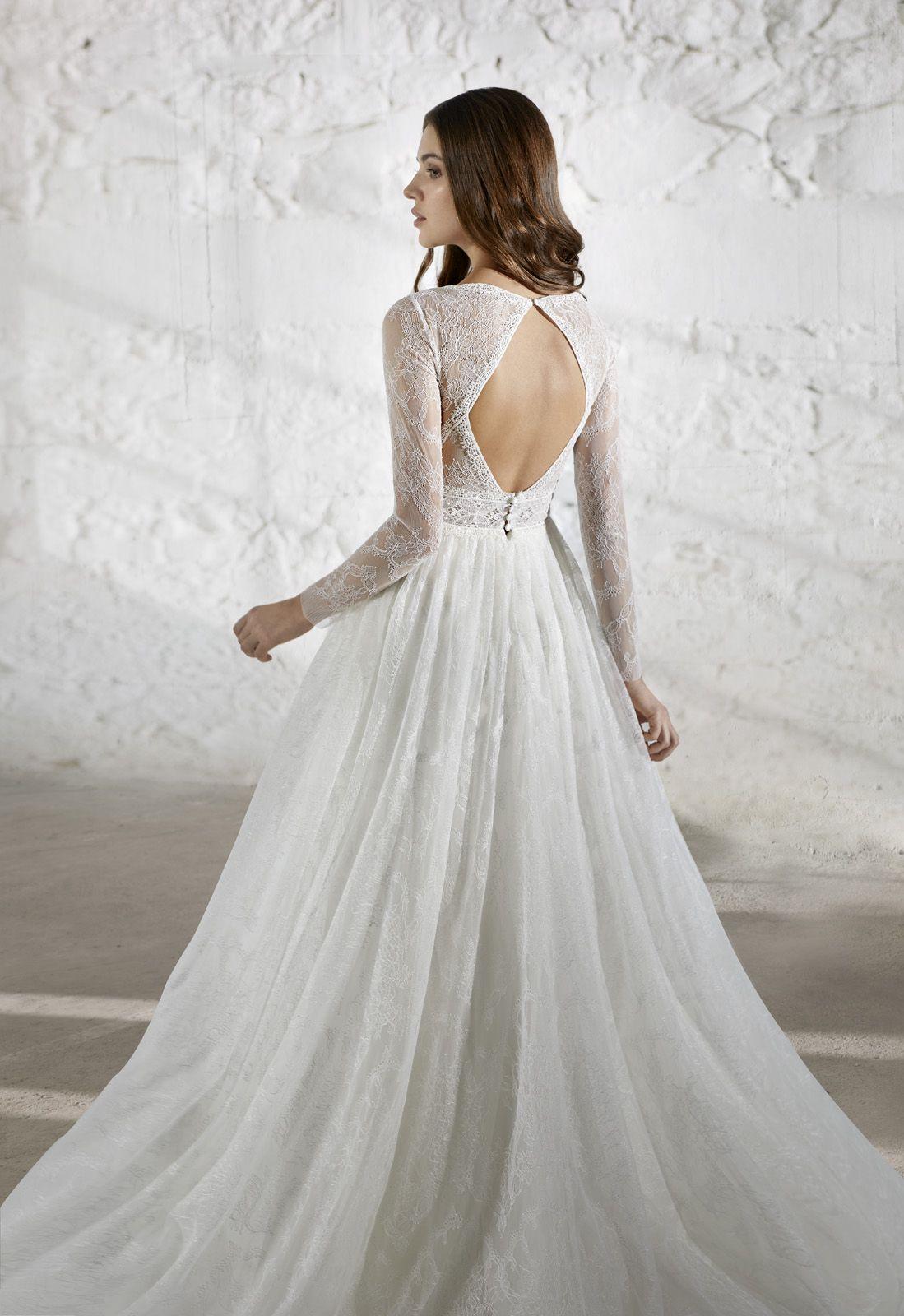 Brautkleid Mit Romantischem Tullrock Langen Spitzenarmeln Und Cut