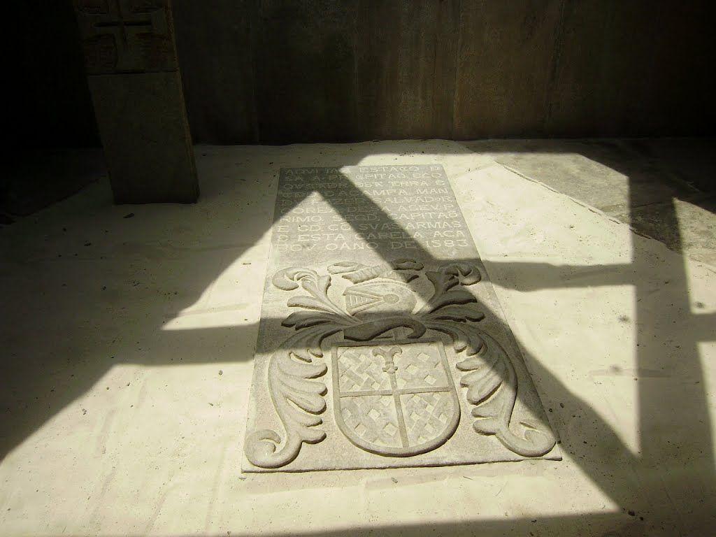 Sepultura do fundador da Cidade do Rio de Janeiro Estácio de Sá, Igreja dos Capuchinhos na Tijuca. Falecido em 20 de fevereiro de 1567, no Rio de Janeiro