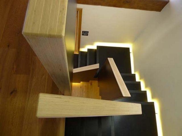 treppe holz geländer einbauleuchten schwarze stufen | Dieta ...