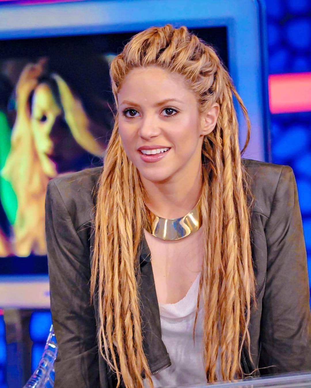 Pin By Rhea Roy On Shakira Hair In 2020 Shakira Hair Hair Styles