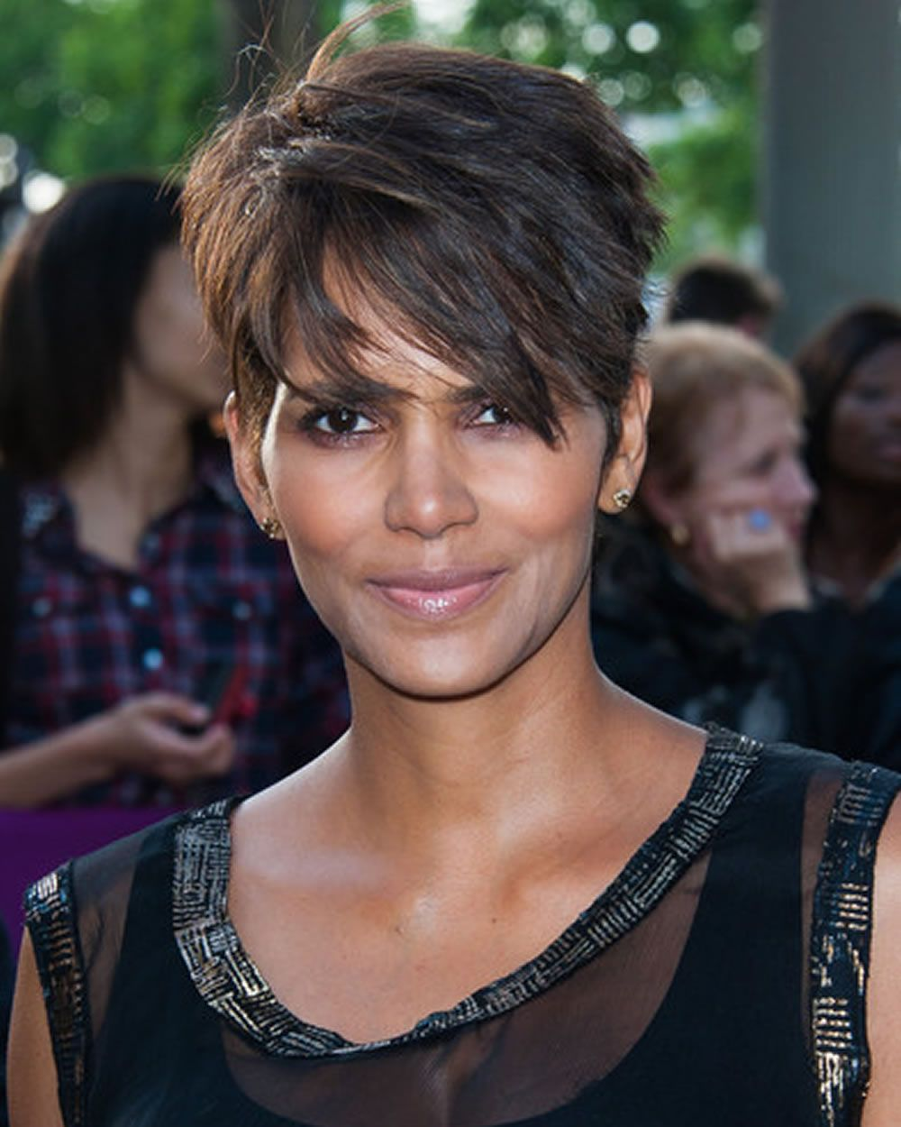 Feminine pixie frisuren für schwarze damen afro american