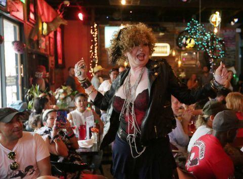 madonna födelsedag Fans celebrate Madonna at drag queen brunch | Restaurang  madonna födelsedag