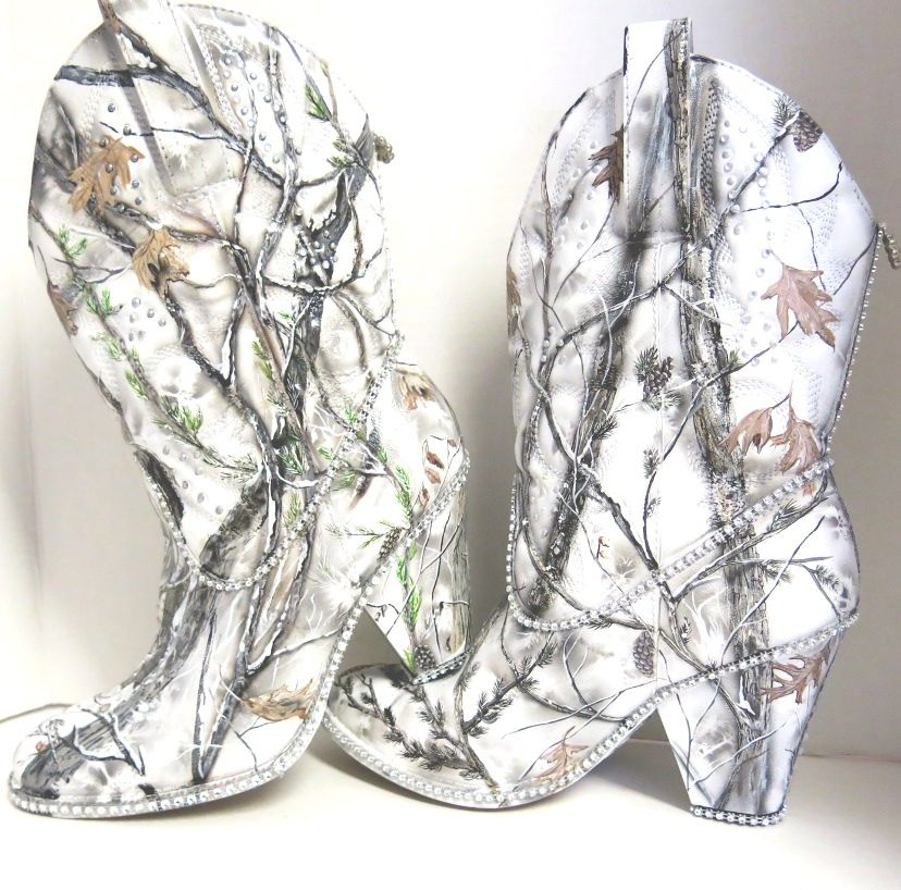 Snow white camo bridal boots by The Expressive Sole Studio on Etsy ...