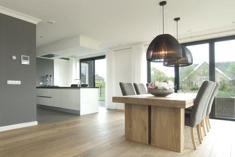 strak maar ook warm de kleuren en materialen in de gehele ruimte de gordijnrails die over de. Black Bedroom Furniture Sets. Home Design Ideas