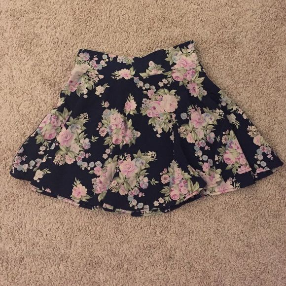 Navy/Floral Tobi Skirt Worn once! In great condition. Tobi Skirts