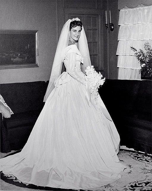 Wedding dress - 1960 | Brautmode, Hochzeitsfotos und Brautkleider