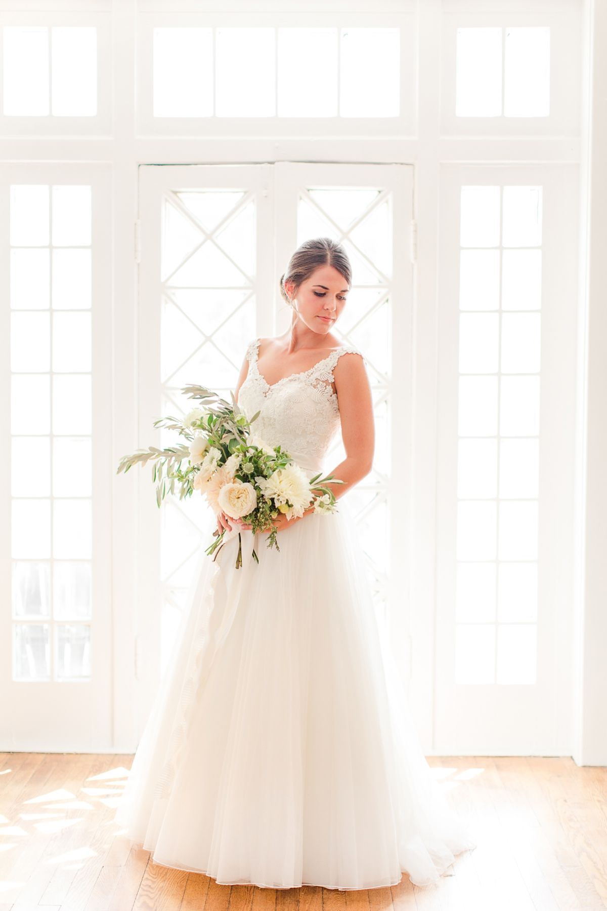 Classic Tuckahoe Womens Club Wedding In Richmond Virginia With A Lace And Tulle Dress