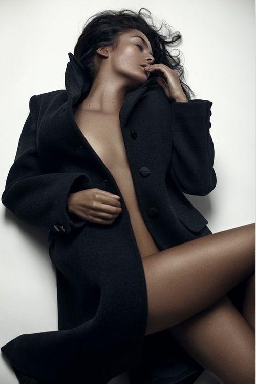 обнаженная девушка в пальто фото найдете откровенное, лучшее