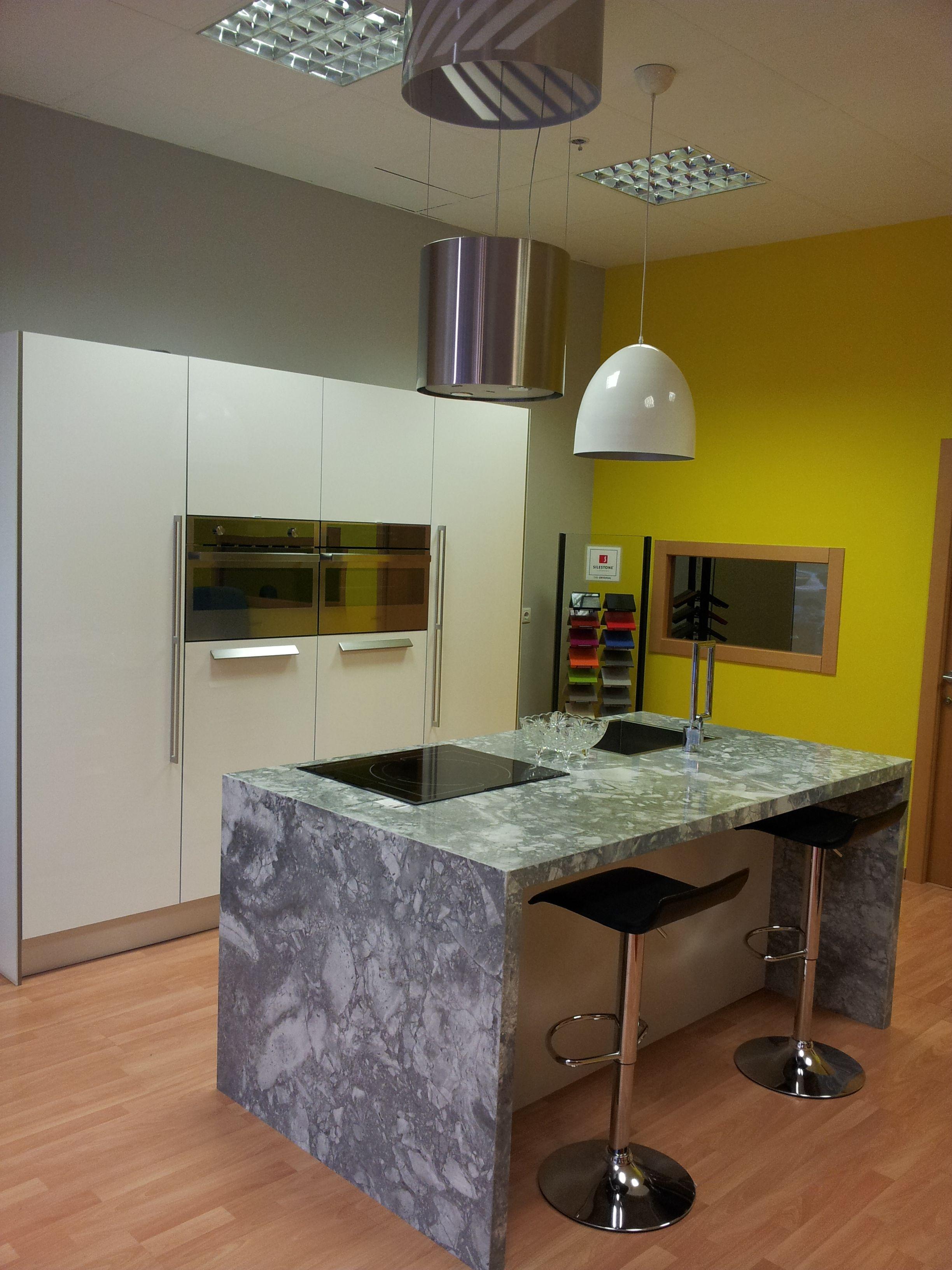 Cocina exposici n realizada en granito naturamia for Cocinas exposicion